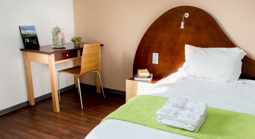 escapade vacances la maison des cent vallees groupcorner. Black Bedroom Furniture Sets. Home Design Ideas